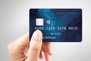 tarjeta de crédito en mano